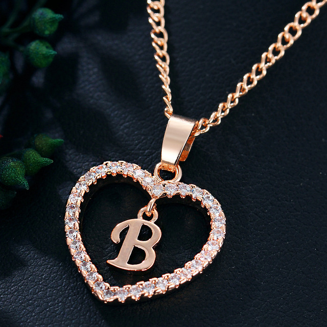 Womens Jewelry Name Initials Heart Pendant Necklace 26 Letters Zircon Love Necklaces Girls Gifts the First Letter Accessories 5