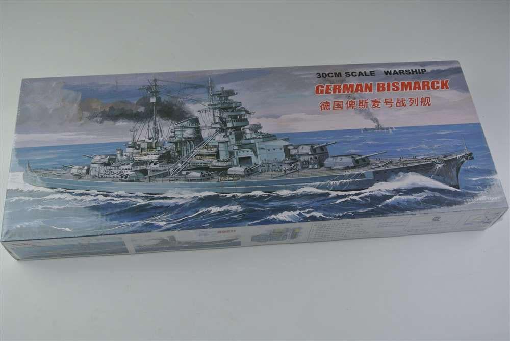 30CM Scale Warship World War II German KM Bismarck Battleship Plastic Assembly Model Electric Toy