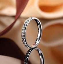 Показывает женское модное кольцо Φ 3 мм белое из нержавеющей