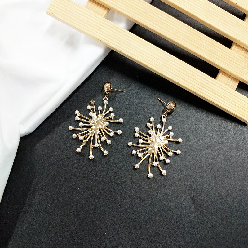 2019 New Fashion Stud Earrings For Women Golden Color Round Ball Geometric Earrings For Party Wedding Gift Wholesale Ear in Drop Earrings from Jewelry Accessories