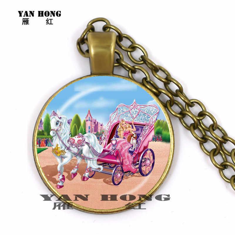 ใน 2019,เจ้าหญิง Yanhong ตุ๊กตาบาร์บี้ rode ยูนิคอร์น. เราเช่นการ์ตูนตุ๊กตาเกมทำ retro สร้อยคอจี้แก้วจี้ 25 มม.