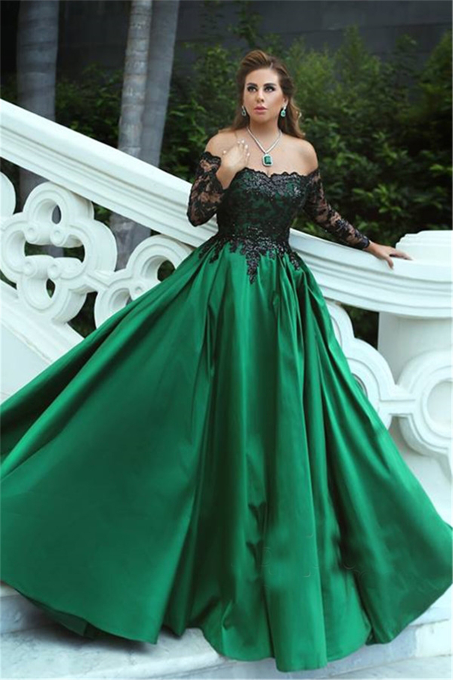 Black-Appliques Sleeves Long Off-the-Shoulder A-Line Elegant Prom Dress Black And Green Long Sleeves Evening Gowns Vestido Longo