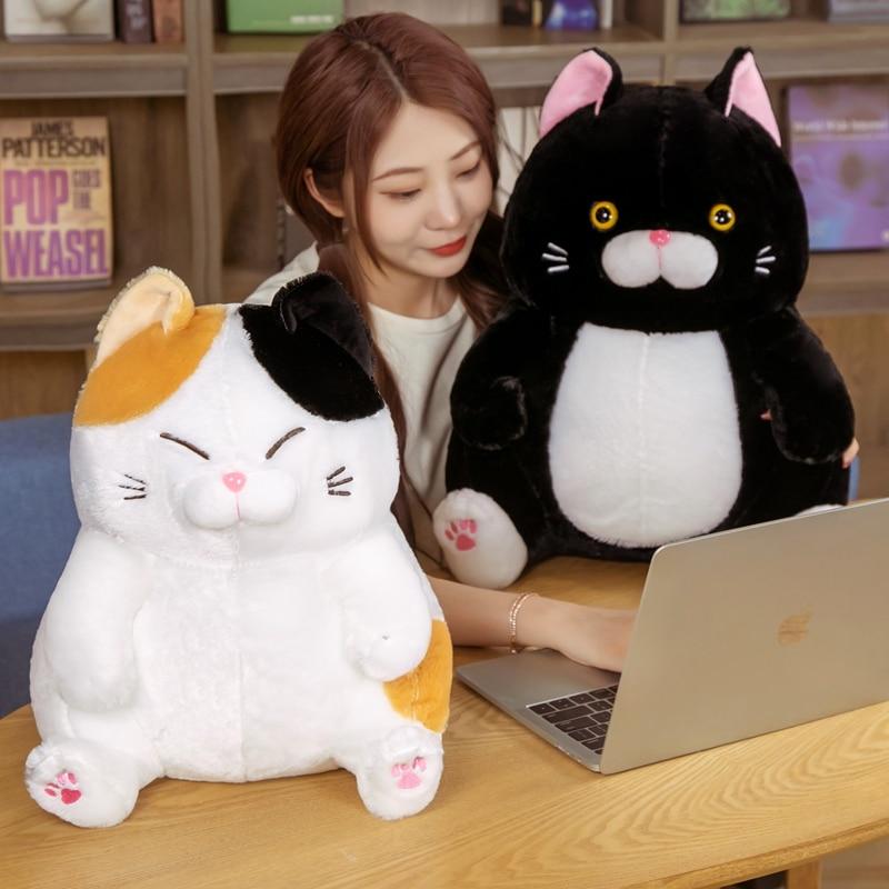 Cat Toys Stuffed Animals Janpanese Anime Pusheen Plushie Soft Cute Black Cat Doll Room Decor Birthday Gift For Girls Kids Just6F