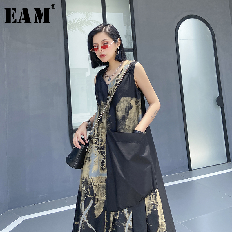 [EAM] Women Black Pattern Printed Asymmetrical Pleated Dress New V-Neck Sleeveless Loose Fit Fashion Spring Summer 2020 1U087