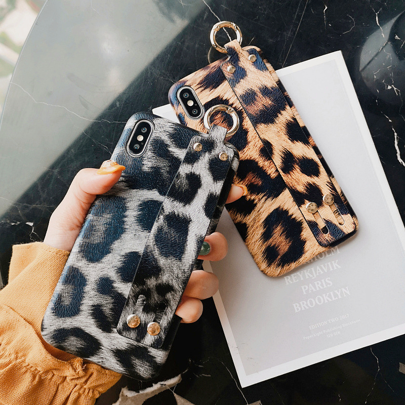 Fashion Leopard Print Wrist Strap Phone Case For iPhone 7Case X XR XS Max 6 8 Plus Luxury Hard PC WristBand Holder Cover