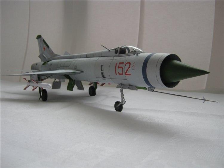 Maquette en papier 3D du MIG russe E-152 un chasseur d'aileron