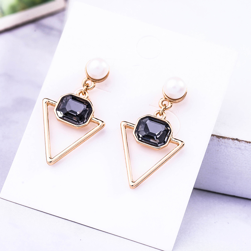 Charm Fashion Jewelry Geometric Imitation Pearl Triangle Drop Earrings For Women Custom Acrylic Earrings Wholesale Accessories