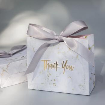 100 sztuk pudełko z wzorem marmuru Dragees kwiat wesele pudełka na prezenty ślubne pudełka na imprezy weselne tanie i dobre opinie OKAL RED EAST CN (pochodzenie)