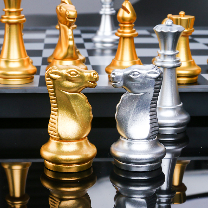 32 Chess Pieces Chessboard Gold Silver Foldable Magnetic Chess Set High-quality Chess Game Medieval Chess Travel Sets Portable