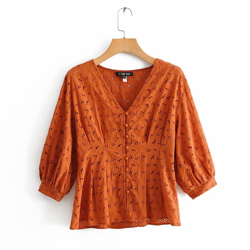 2019 Women Vintage V Neck Hollow Out Embroidery Casual Blouse Shirts Women Three Quarter Sleeve Buckles Blusas Chic Tops LS4082