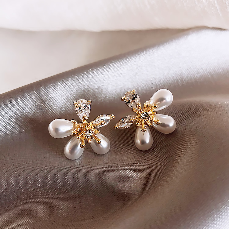 2020 New Korean Classic Zircon Pearl Stud Earrings For Women Elegant Simple Small Crystal Flower Party Jewelry Gifts