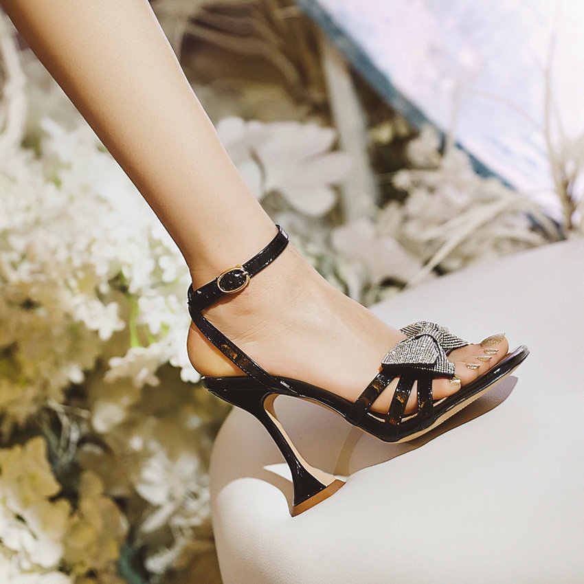 QUTAA/2021 г. Летняя женская обувь с ремешком на щиколотке, украшенная кристаллами и бантом модные женские босоножки из натуральной кожи на высоком каблуке Большие размеры 34-43