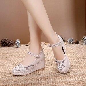 Image 3 - Veowalk 7Cm Wedge kobiety żakardowa bawełna haftowane buty na wysokim obcasie Vintage Ladies Casual pompy kostki pasek w chińskim stylu Hanfu buty
