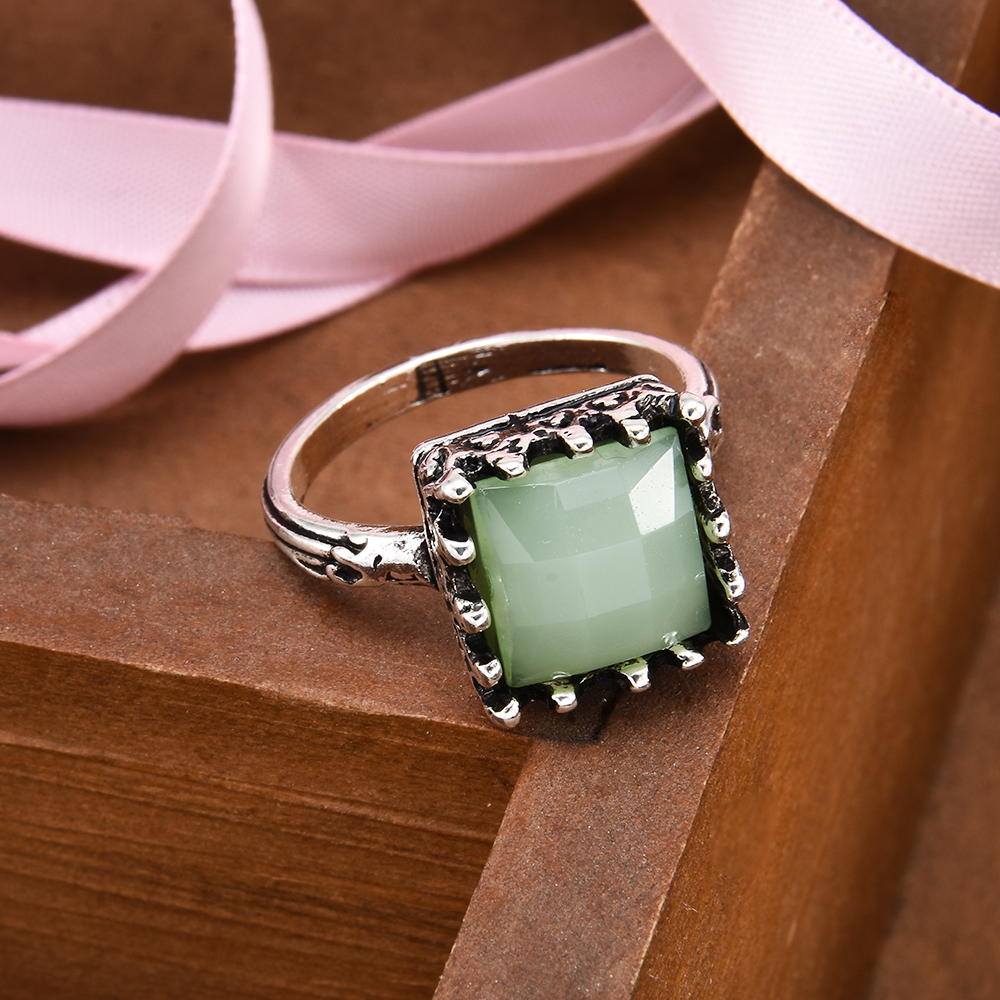 Antique Women Ring Vintage Boho Princess Cut Natural Crystal Green Stone Moonstone Rings for Female Jewelry Punk wedding rings