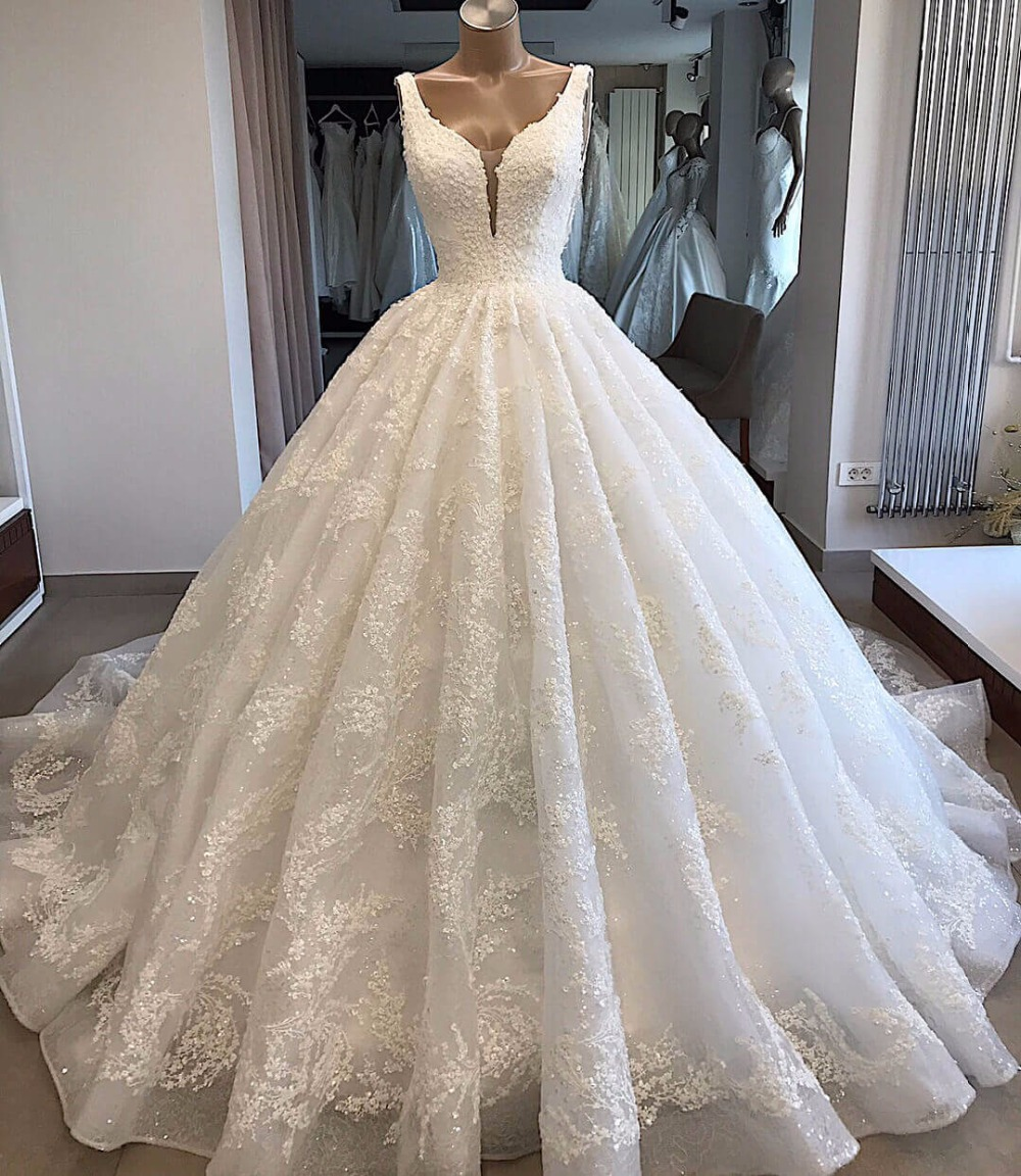 Custom Made Wedding Dresses  Ball Gown V-neck Fluffy Lace Big Train Elegant Luxury Wedding Gowns Vestido De Noiva KW02