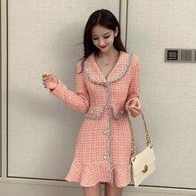 فستان وردي حلو بأكمام طويلة بأزرار على الطراز الكوري فستان شتاء قصير سميك للنساء ذو جودة عالية وكشكشة كاواي عتيق فستان نسائي
