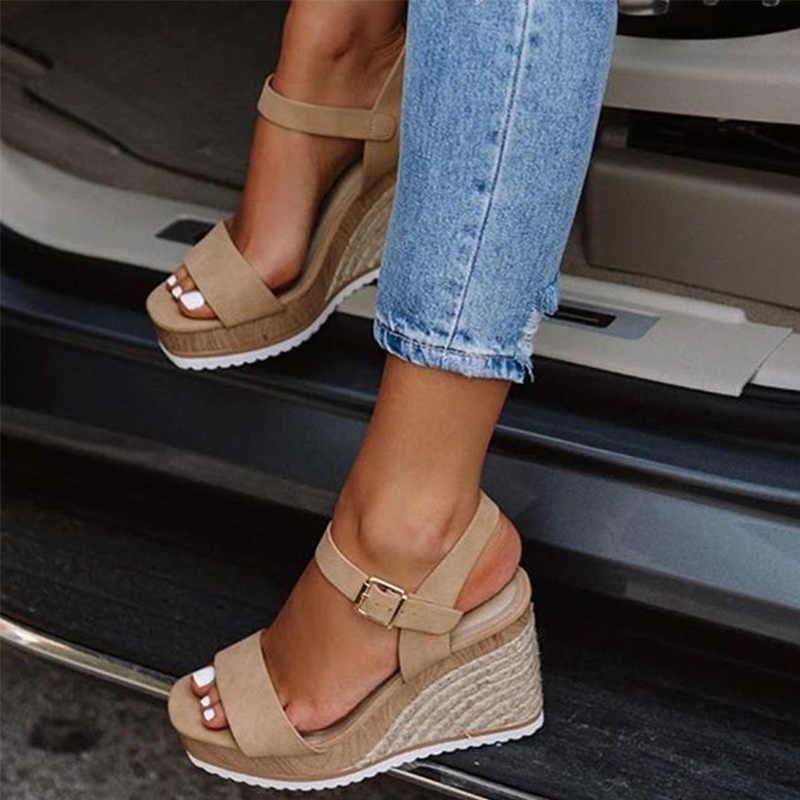 Женские босоножки на танкетке с ремешком на щиколотке; Летняя женская обувь на платформе и высоком каблуке; Женская модная повседневная обувь с открытым носком и соломенной пряжкой