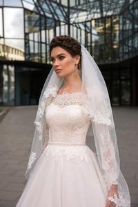 Image 3 - Abito di sfera Abiti Da Sposa A Maniche Lunghe In Pizzo Appliques 2019 Al Largo della Spalla Robe De Mariage Corte Dei Treni Da Sposa Abito Da Sposa