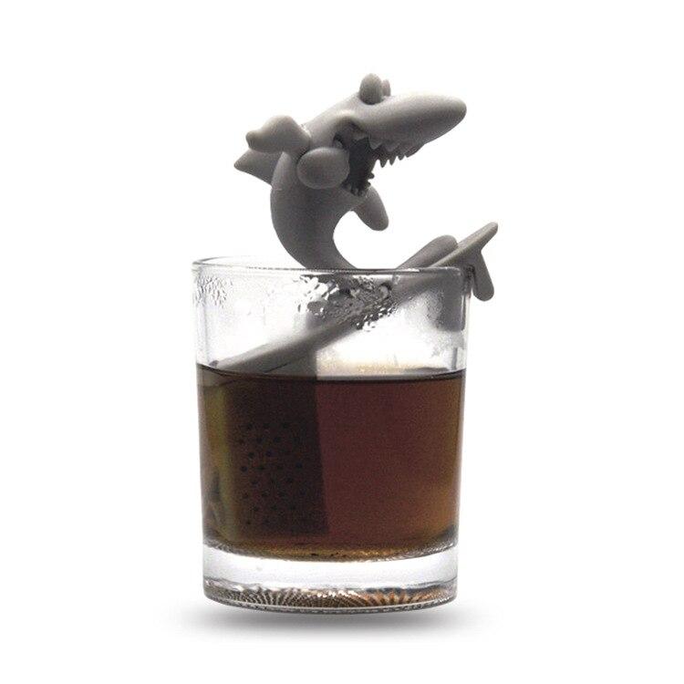 Spoof Whole Person Bite Finger Shark Tea Making Device Shark Bite Tea Strainer Surfboard Shark Toy Tea Strainer