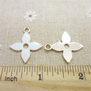 Image 3 - 200pcs 27*24*1.5mm oil drop alloy four leaf darts jewelry accessories DIY handmade accessories
