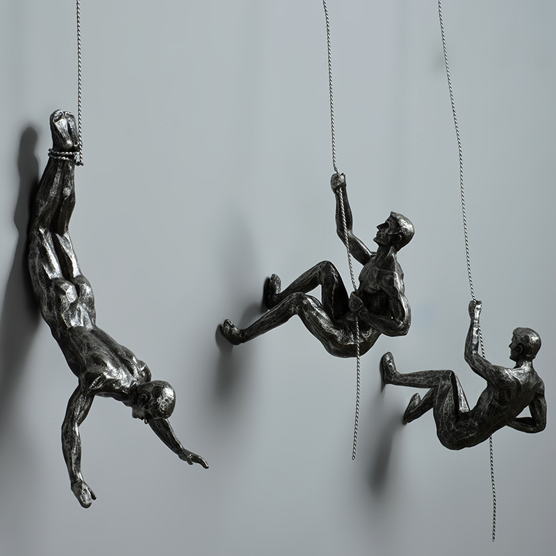 Industrial Style Climbing Man Resin Iron Wire Wall Hanging Decoration Sculpture Figures Creative Retro Present Statue Decor