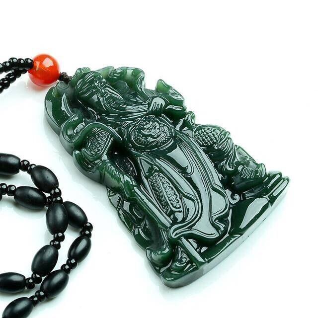La Chine naturel jade hand-carved exquis vert GUAN GONG Pendentif Collier