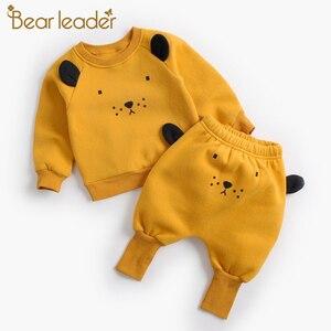 Image 1 - דוב מנהיג תינוק קובע חדש חורף יילוד תינוק בגדי חליפות מקרית Cartoon פנדה סוודר + מכנסיים 2pc ילדים תלבושות