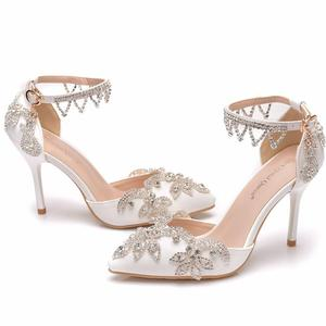 Image 2 - 크리스탈 퀸 라인 석 펌프 여성 얇은 하이힐 지적 발가락 발목 스트랩 샌들 웨딩 신발 파티 힐 여성 신발