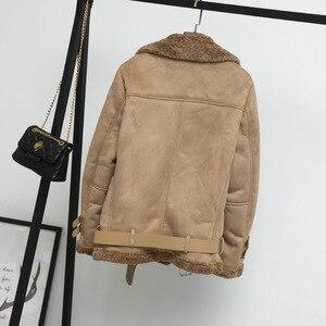 Image 2 - Kobiety zamszowa kurtka futro luźny, gruby ciepły płaszcz ze sztucznej skóry owczej nowe zimowe motocyklowe futro jagnięce jedna kobieta futro kurtka odzież wierzchnia