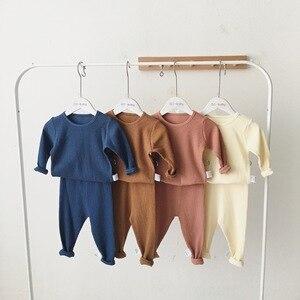 Осенний Пижамный костюм в рубчик для маленьких мальчиков и девочек, домашняя одежда, хлопковая Однотонная ночная сорочка с длинными рукава...