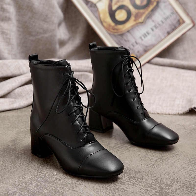 Giày Nữ Bơm Đầu Tròn Phối Ren Da Bò La Mã Phong Cách Nữ Giày Nữ Giày Đen Trắng Mùa Đông 2020 K435
