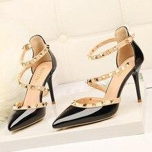 เซ็กซี่Pointed Toe Rivetรองเท้าส้นสูงผู้หญิงปั๊มรองเท้าส้นสูงสุภาพสตรีรองเท้าแฟชั่น 2019 ฤดูใบไม้ผลิฤดูร้อนแพลตฟอร์มสีขาวรองเท้าใหม่