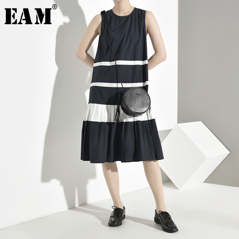 [EAM] Women Contrast Color Pleated Temperament Dress New Round Neck Sleeveless Loose Fit Fashion Tide Spring Autumn 2020 YH4500