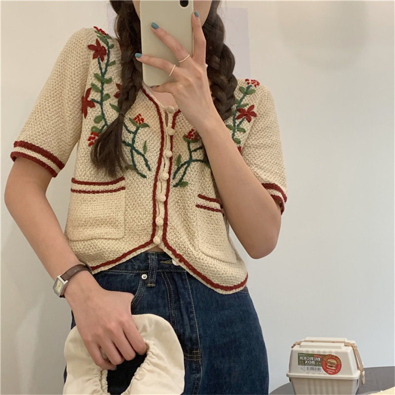 Alien Kitty 2020 Summer Leisure Feminine Embroidery Flowers Tops Sweet Retro Short Sleeves Chic Sexy Thin Knitted Casual Sweater