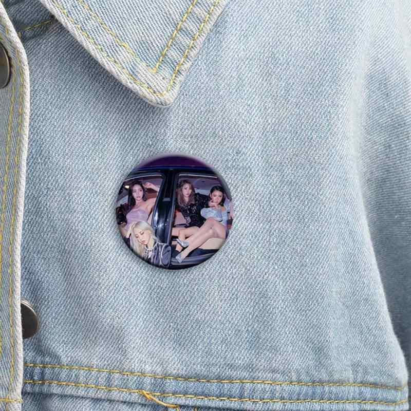 Kpop MAMAMOO 武武アルバム現実 inBLACK フォトプリントバッジブローチファンピン服の帽子のためのバックパック
