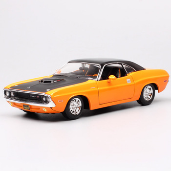 1:24 Scale maisto classic old 1970 Dodge Challenger RT Muscle car diecast model toy sport racing auto gift miniature Collectible image