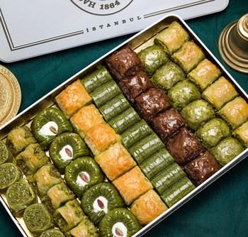 Tradycyjna świeża pyszna mieszana turecka baklawa z pistacjową i orzechową ramadanową Iftar deserową turecką znaną marką baklava tanie i dobre opinie HAFIZ MUSTAFA TR (pochodzenie) Gotowanie pochodnie Narzędzia do deserów