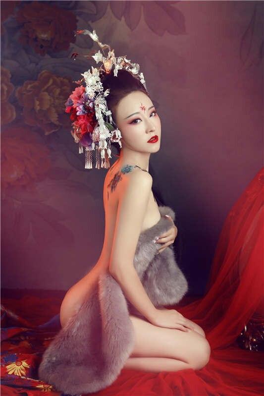 前熊猫主播艾玛寒亚价值千元的佛跳墙土豪专享福利[23V/1.03G]