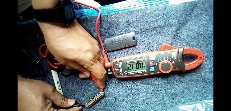 Multimeter Auto Range Capacitance Temperature Measurement Clamp Multimeter AC/DC Current Voltage Multimeter Clamp UNI-T UT210D