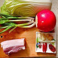此季节最馋人的㊙️五花肉炖萝卜白菜的做法图解1