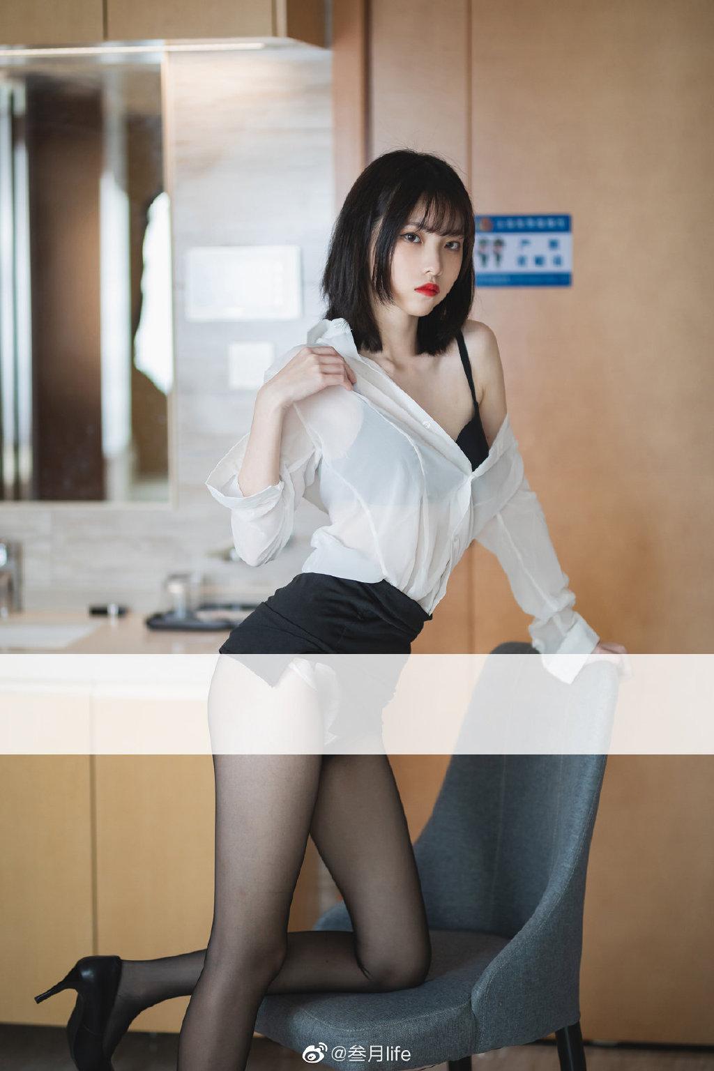 好标准的OL呀@许岚LAN 这么漂亮的腿不登三轮可惜了!插图6