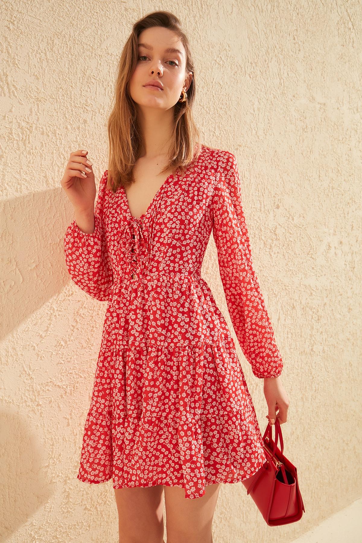 Trendyol Flower Decorated Dress TWOSS20EL1338