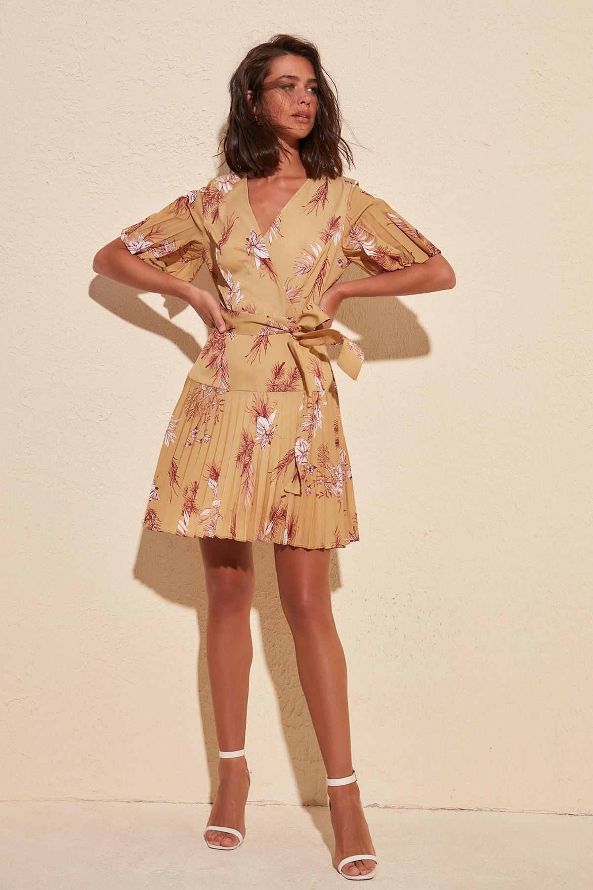 Trendyol Belted Piliseli Dress TWOSS20EL1026