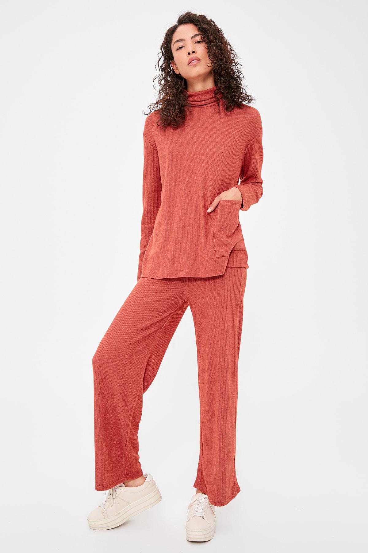 Trendyol Ribbed Knit Pants TWOAW20PL0500