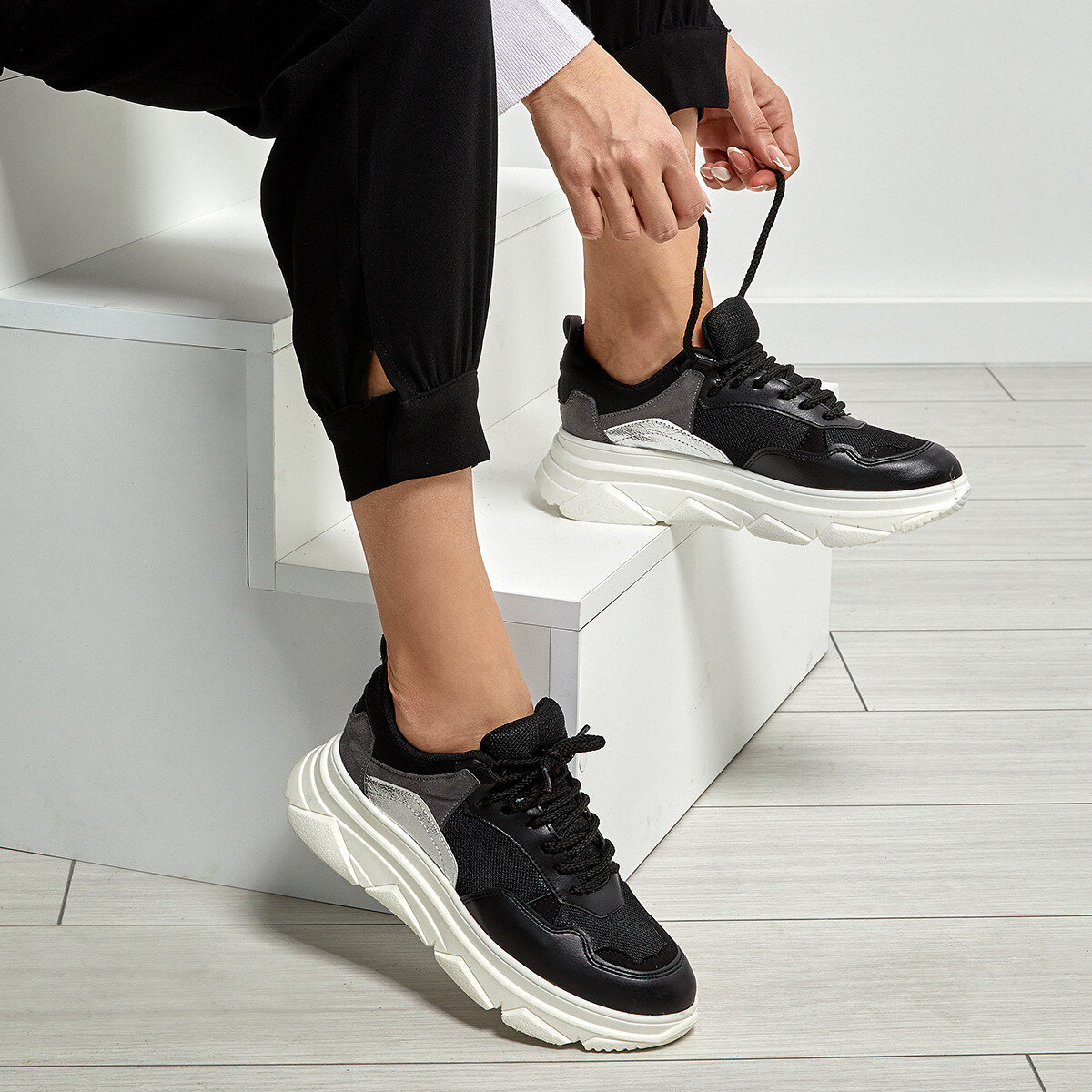 FLO 19SF-2055 Black Women 'S Sneaker Shoes BUTIGO
