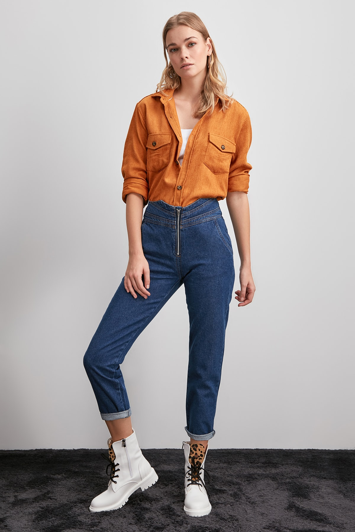 Trendyol Waist Detail High Bel Mom Jeans TWOAW20JE0346