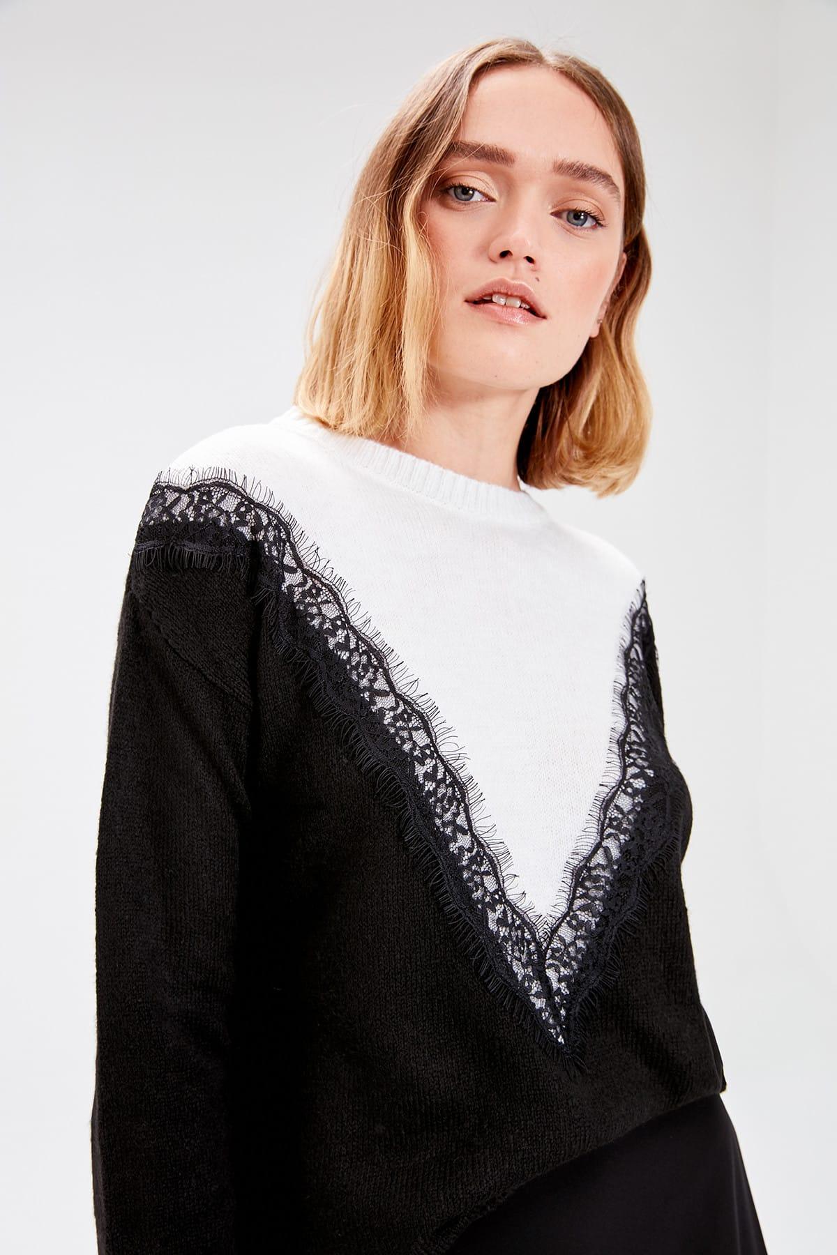 Trendyol Black Crocheted Knitwear Sweater TWOAW20ZA0051