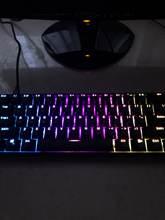 Я в восторге) клавиши не очень громкие, нажимаются очень приятно! На ней печатать одно удо