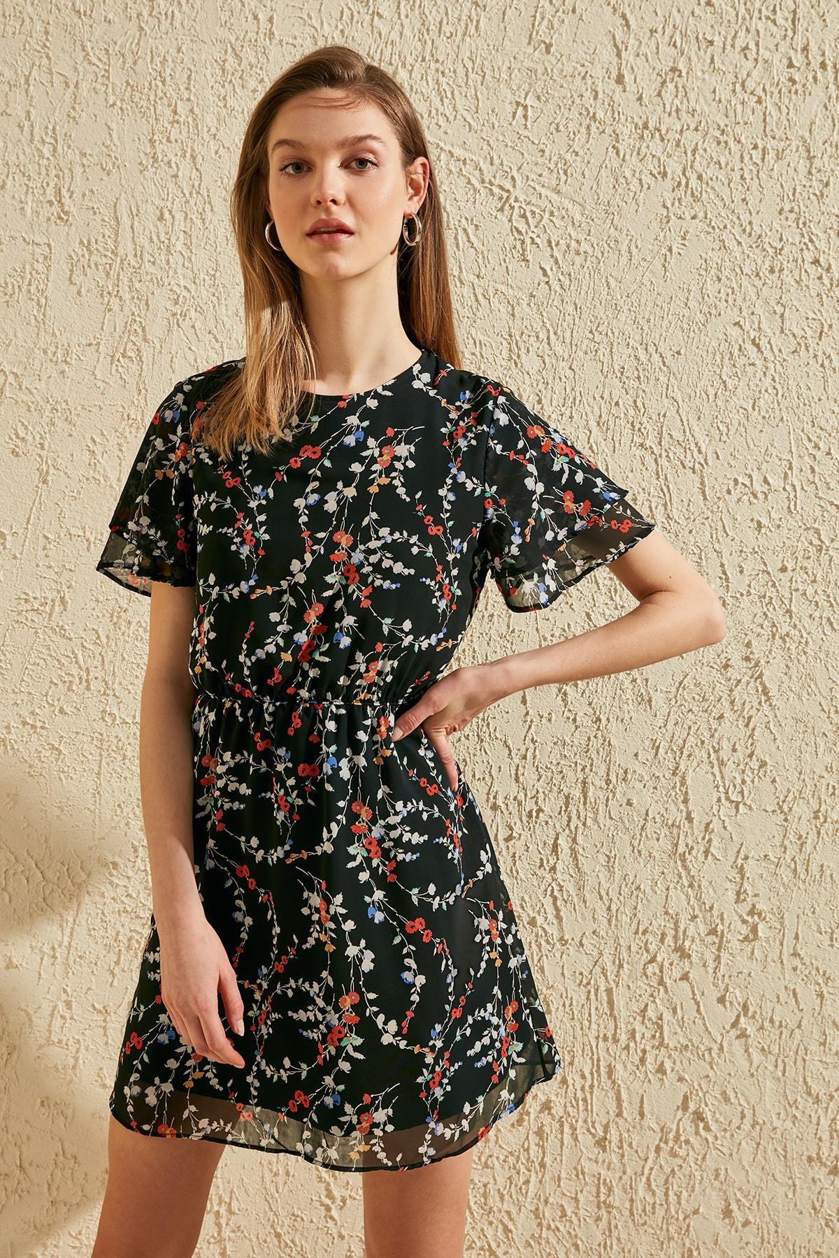 Trendyol Flower Decorated Dress TWOSS20EL1327