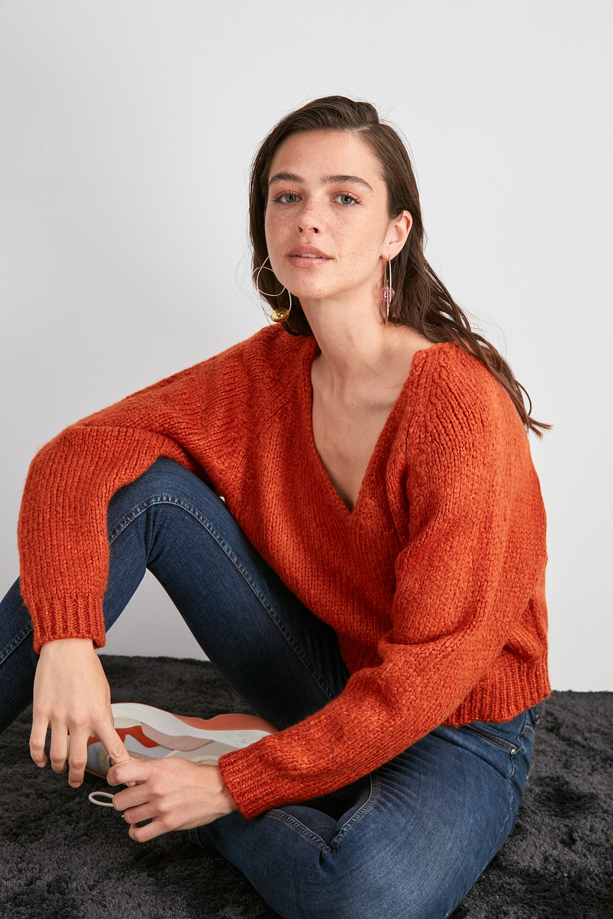 Trendyol V-Neck Knitwear Sweater TWOAW20KZ0958
